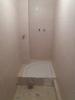 Укладка плитки в ванной и установка поддона
